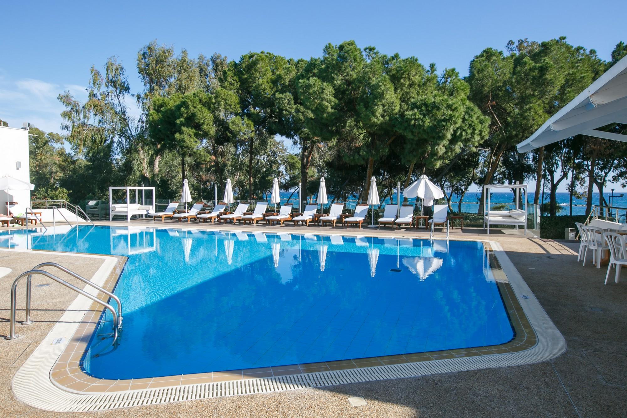 CYPR, Park Beach Hotel***, 7 dni (16-23.10.2017 r.), all inclusive: 2998,00 PLN/osoba