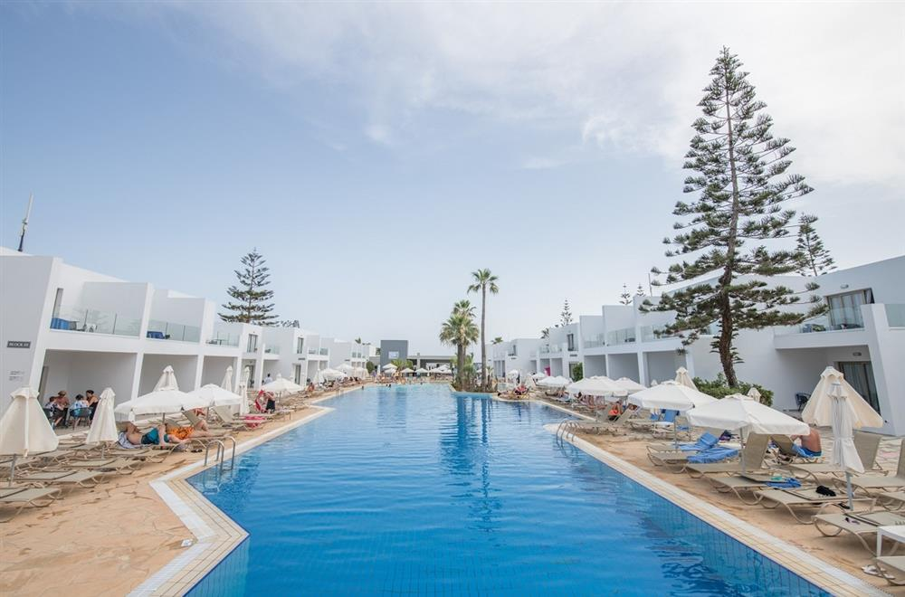 CYPR - LATO 2020: Panthea Holiday Village****, 11 dni (16-26.08.2020 r.), all inclusive: 4319,00 PLN/os. dorosła