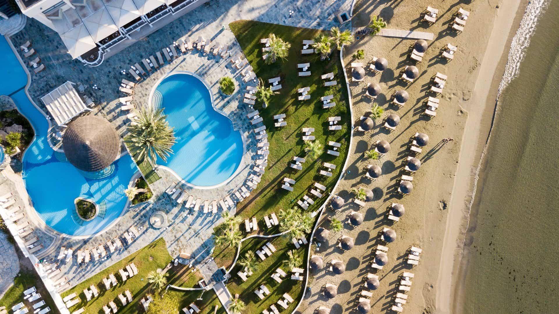 CYPR - LATO 2020: Golden Bay Beach Hotel*****, 8 dni (15-22.08.2020 r.), all inclusive: 4198,00 PLN/os. dorosła