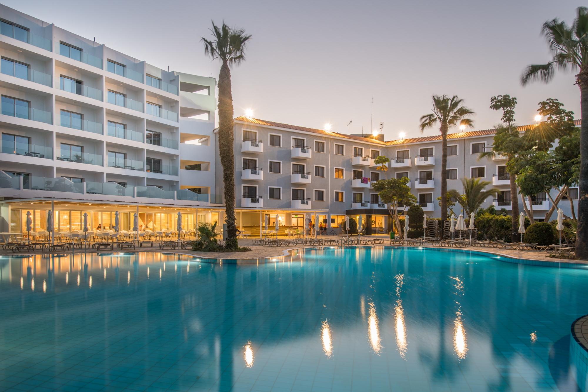 CYPR - LATO 2019: Narcissos Waterpark Resort****, 8 dni (07-14.05.2019 r.), all inclusive: 2379,00 PLN/os. dorosła