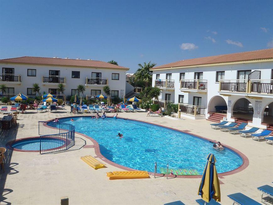CYPR - LATO 2019: Cosmelenia Hotel Apartments***, 15 dni (23.07-06.08.2019 r.), dwa posiłki: 2 + 2