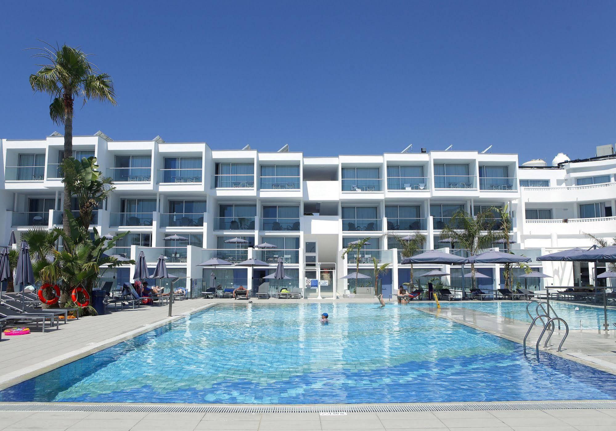 CYPR - LATO 2020: Limanaki Beach Hotel & Suites****, 8 dni (18-25.05.2020 r.), dwa posiłki: 2159,00 PLN/os. dorosła