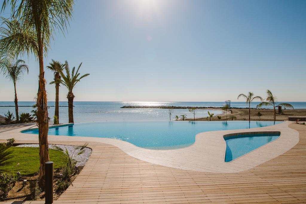 CYPR - LATO 2020: LeBay Beach Hotel****, 8 dni (08-15.09.2020 r.), śniadania: 2189,00 PLN/os. dorosła