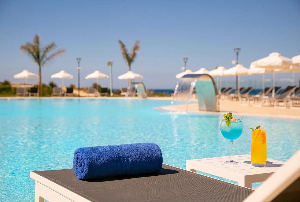 CYPR - LATO 2021: NissiBlu Beach Resort*****, 8 dni (07-14.03.2021 r.), śniadania: 2198,00 PLN/os. dorosła