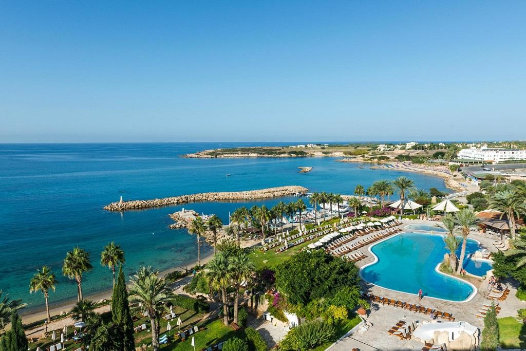 CYPR - LATO 2021: Coral Beach Hotel & Resort*****, 8 dni (04-11.07.2021 r.), all inclusive: 2 + 2